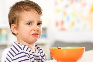 Trẻ biếng ăn phải làm sao? Chuyên gia giúp mẹ giải đáp thắc mắc