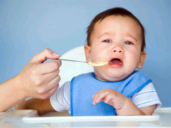trẻ biếng ăn do sinh lý