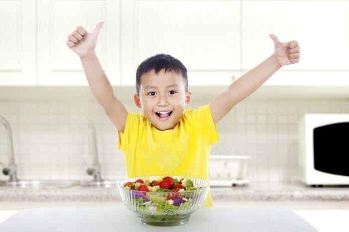 Ngay từ bây giờ, hãy kết hợp ngay những biện pháp sau để việc ăn uống của con chỉ còn là chuyện nhỏ.