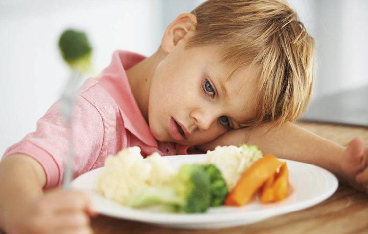 Rối loạn tiêu hóa khiến trẻ biếng ăn ngày hè