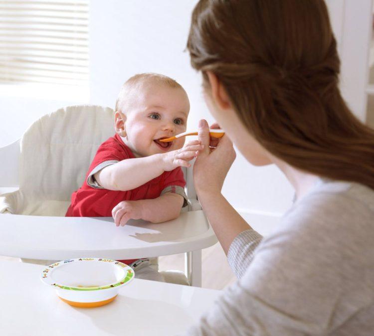 Thời điểm thích hợp cho trẻ tập ăn dặm là 6 tháng tuổi
