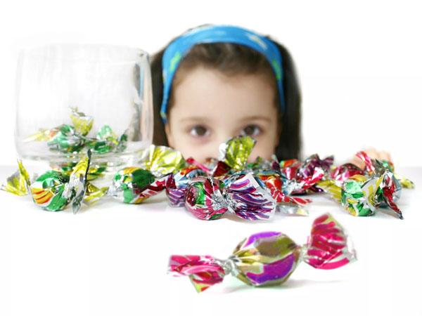 Hạn chế cho trẻ ăn vặt trước bữa chính