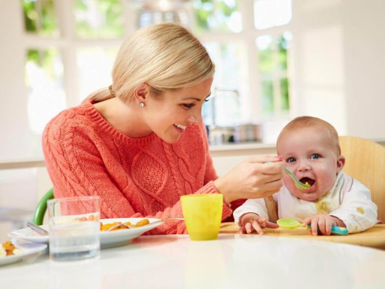 Mẹ nên tập cho trẻ ăn vào khung giờ nhất định