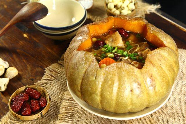 Cách nấu cháo gà ác bí đỏ thơm ngon bổ dưỡng cho trẻ ăn dặm