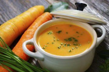 Cháo thịt bò cà rốt cung cấp vitamin C cho bé