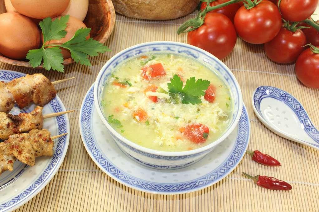 Cách nấu món cháo trứng gà cà chua cho bé ăn dặm