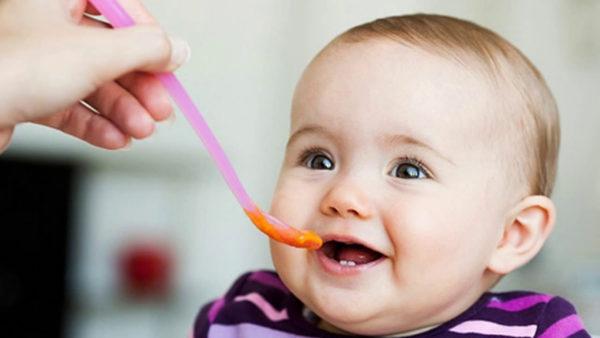 Dinh dưỡng cho bé 5-6 tháng tuổi cần tuân thủ nguyên tắc gì?