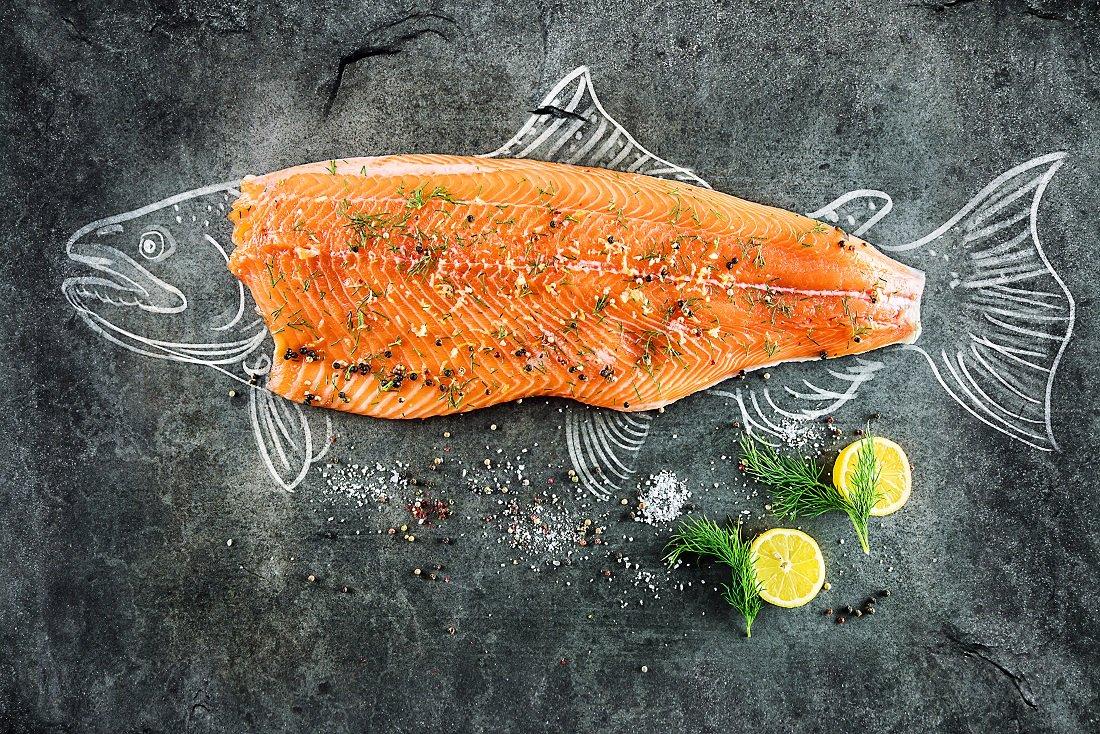 Cá hồi có nhiều giá trị dinh dưỡng cho sự phát triển của bé