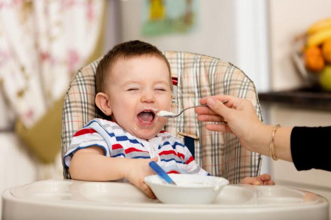 Bé 9-10 tháng tuổi ăn được sữa chua chưa?