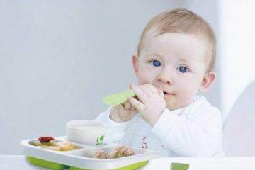 Bé 9-10 tháng có thể tự lấy thực phẩm để ăn