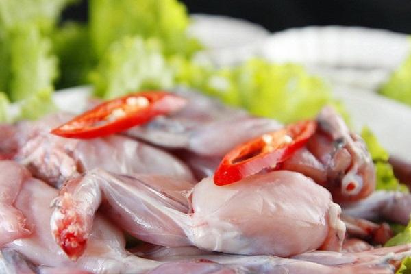 Thịt ếch chứa nhiều dinh dưỡng tốt cho sức khỏe trẻ