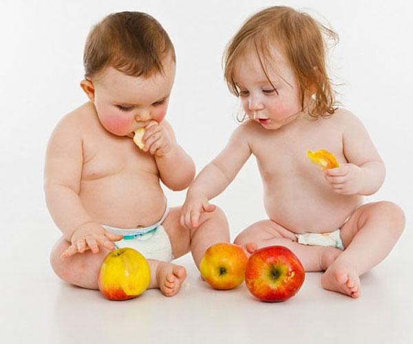 Đừng để bé ăn vặt trước khi đi ngủ trở thành thói quen xấu