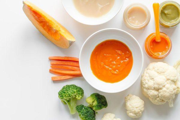 Các món bột ăn dặm cho bé 5-6 tháng được chế biến từ nhiều loại nguyên liệu khác nhau.