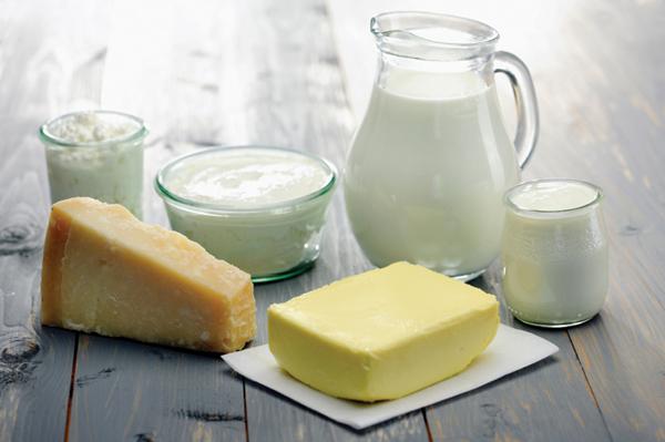 Trẻ 8 tháng tuổi ăn 5-6 bữa sữa/ngày.