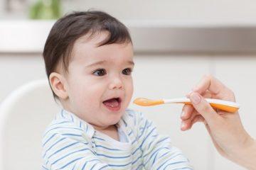 Trẻ 5 – 6 tháng tuổi nên ăn 2 bữa bột mỗi ngày