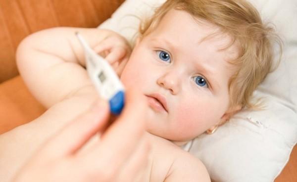 Trẻ bị ốm khiến cơ thể mệt mỏi, chán ăn
