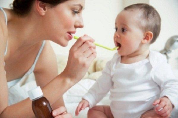 Trẻ biếng ăn bố mẹ có nên cho con uống siro không